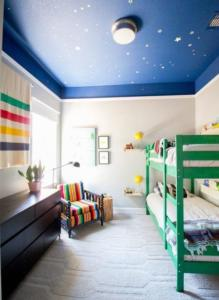 kids-room-bedrooms-design-ideas-decorating-outdoors-inspired-boys-rooms-paint-colors-boy-bedroom-gray-color